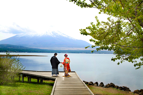 雄大な富士山での和装ウェディングフォト